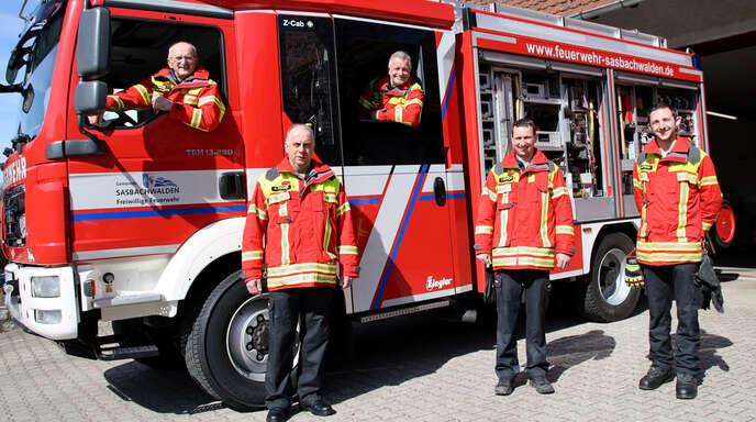 In 50 Jahren Jugendfeuerwehr gab es fünf Jugendwarte, die bis jetzt als aktive Feuerwehrmänner insgesamt 181 ehrenamtliche Dienstjahre vorweisen können, von links Alois Fallert, Martin Fischer, Erich Wild, Tobias Maurath und Julius Straub.