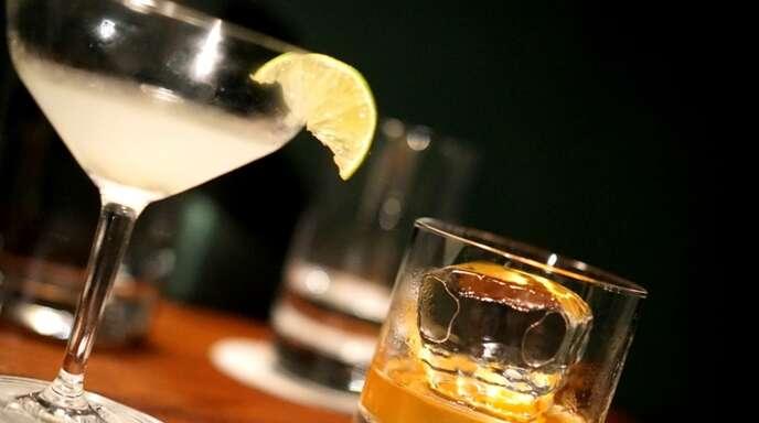 Nach Cocktails in einer Bar soll es im Dezember 2020 zu einer Vergewaltigung gekommen sein. Die Angeklagten und die Geschädigte sollen sich gekannt haben.