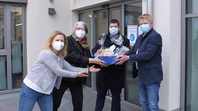 Bürgermeister und Ortsvorsteher begrüßen Lebenshilfe-Bewohner in Durbach-Ebersweier (von links): Melanie Sartor, Michaela Hilbert-Ochs, Andreas König und Horst Zentner.