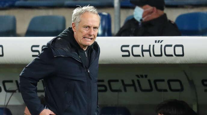 Genervt vom Freiburger Spiel in Bielefeld: SC-Trainer Christian Streich.