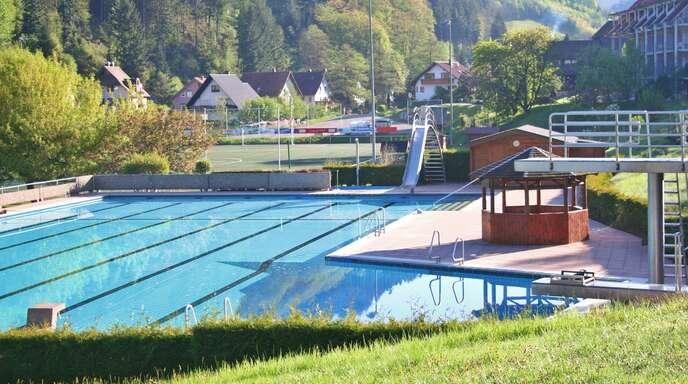Der Zustand des Nordracher Schwimmbads ist Thema der Gemeinderatssitzung am 19. April.