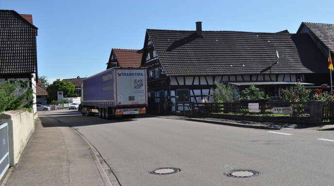 Sollen in der Linxer Tullastraße (L75) beidseitig Schutzstreifen für Radfahrer markiert werden? Der Ortschaftsrat ist sich diesbezüglich nicht mehr einig, deshalb soll dieses Thema demnächst unter Einbeziehung einer breiteren Öffentlichkeit erneut debattiert werden.