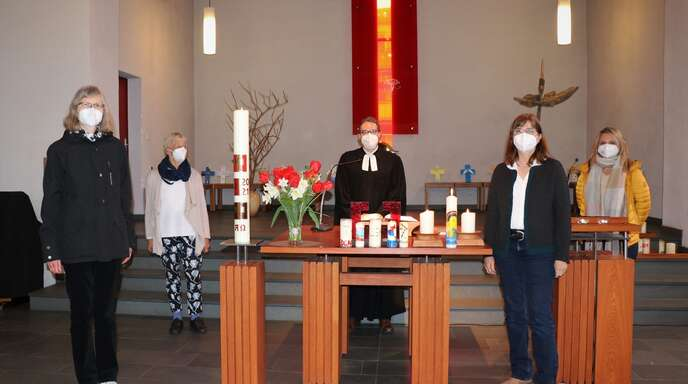 Die zweijährige Rotation im Vorsitz des Kirchengemeinderates war ein Thema im Gottesdienst der evangelischen Kirche Haslach (von links):Martina Bucher, Traute Walker, Pfarrer Christian Meyer, Barbara Dobrindt und Olga Trippel.