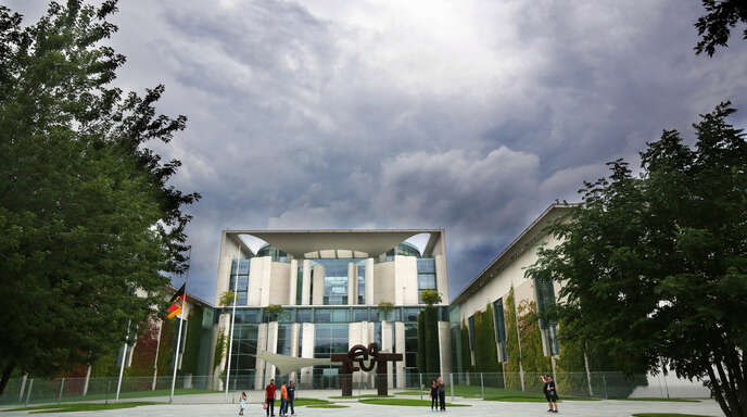 Das Bundeskanzleramt in Berlin soll jetzt noch größer werden personell und baulich.