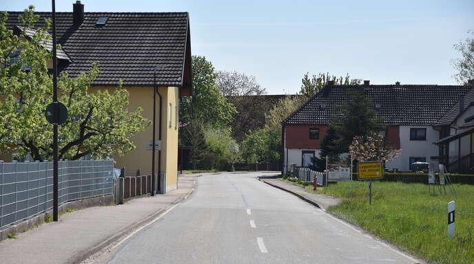 Auf der südlichen Seite der Legelshurster Straße am westlichen Ortsende von Legelshurst sollen vier Baugrundstücke entstehen, weshalb die Trink- und Abwasserleitungen in diesem Bereich verlegt werden müssen. Der Gemeinderat vergab die Planungsleistungen.