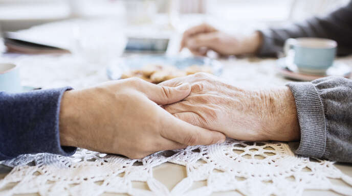 Für Senioren ist persönliche Zuwendung genauso wichtig wie eine umfassende Unterstützung im Alltag.