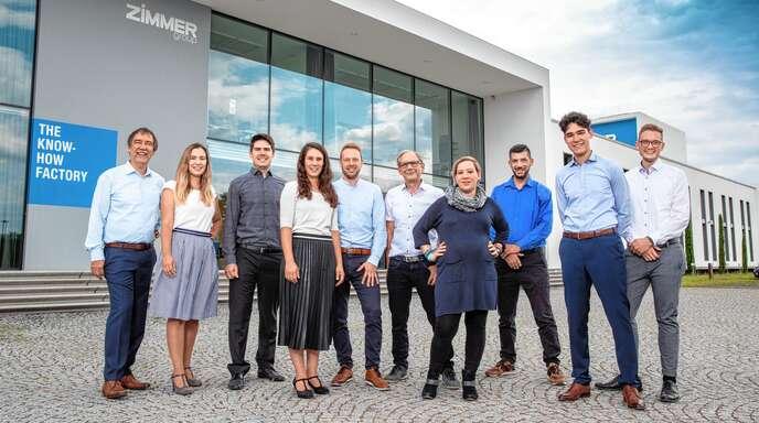 Die ZIMMER GROUP mit Hauptsitz in Rheinau ist bestens für die Zukunft aufgestellt. Das Foto zeigt die Geschäftsführer Martin und Günther Zimmer mit ihren Kindern, die wie selbstverständlich ins Unternehmen wachsen.