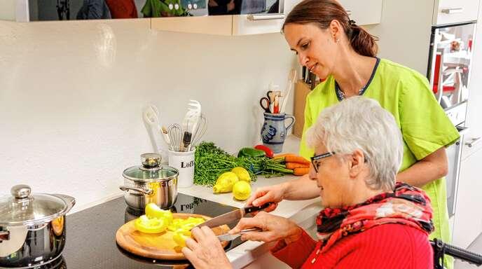 In der ambulant betreuten Wohngemeinschaft in Ohlsbach werden die Bewohner aktiv in hauswirtschaftliche Tätigkeiten mit eingebunden.