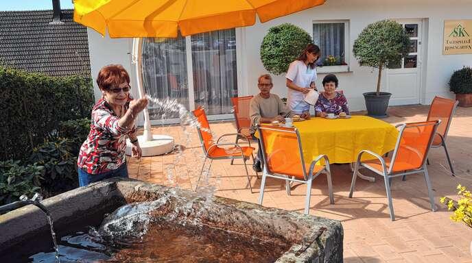 Großzügige Außenanlagen und ein Erlebnisgarten stehen den Bewohnern und den Tagespflege-Gästen zur Verfügung.