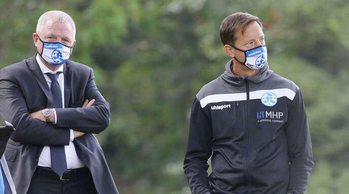 Präsident Rainer Lorz (li.), Trainer Ramon Gehrmann: Die Stuttgarter Kickers hoffen über die Aufstiegsspiele auf den Sprung in die Regionalliga.