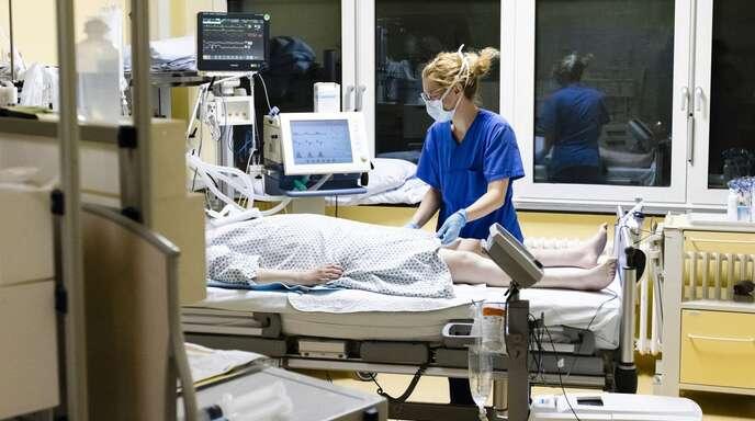 Als Nadelöhr bei der Versorgung gilt vor allem die Verfügbarkeit von Pflegepersonal.