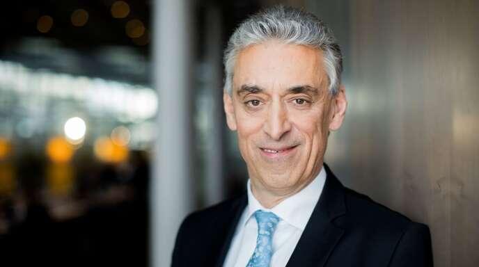 Frank Appel, der Vorstandsvorsitzende der Deutsche Post AG, erhielt 2020 eine Vergütung in Höhe von 10,025 Millionen Euro. Er ist damit laut Ranking der Unternehmensbertung HKP der Spitzenverdiener unter den Dax-Vorständen. Weitere Dax-Vorstände und ihre Vergütungen 2020 finden Sie in unserer Bildergalerie.