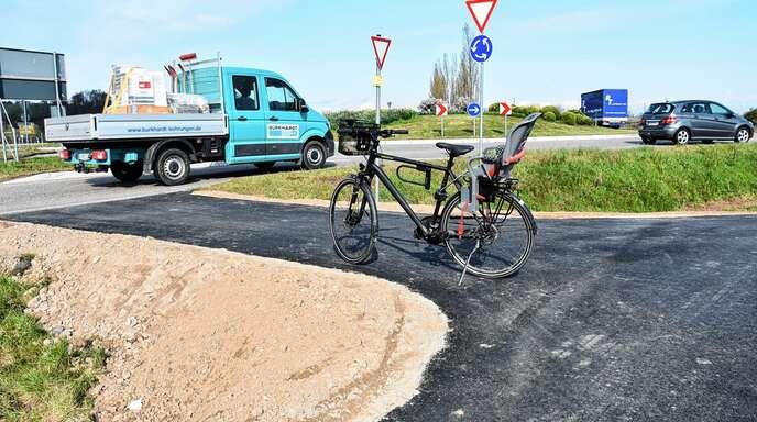 Verbesserungen für Radfahrer am westlichen B 28-Kreisverkehr in Oberkirch: Sie müssen nun keine so steile Steigung mehr überwinden, um die B 28-Umfahrung zu überqueren.
