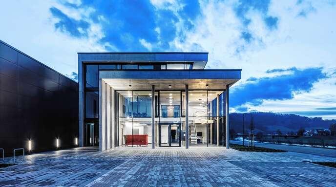 Das repräsentative Gebäude des Firmenhauptsitzes von Elektro Prinzbach in Haslach.