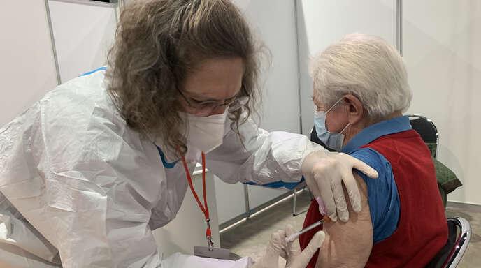 Bislang können sich Impfwillige nur im Kreisimpfzentrum oder beim Hausarzt eine Spritze verpassen lassen. Das Bild entstand im Offenburger Impfzentrum.