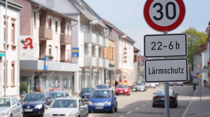 Verkehrsplaner schlagen vor, auf der Kehler Hauptstraße künftig ganztägig Tempo 30 vorzuschreiben – und nicht nur für die Nachtstunden wie derzeit.