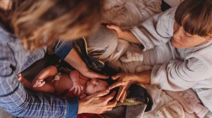 Die Arbeit der Hebamme ist sehr wichtig. Sie ist die Geburts-Expertin schlechthin und strahlt tiefes Vertrauen in die natürlichen Prozesse aus.