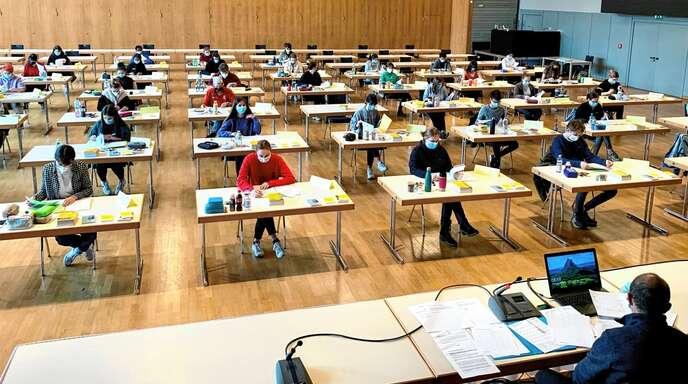 """Am """"Einstein"""" fand am Dienstag die erste Abi-Prüfung statt – in der Stadthalle."""