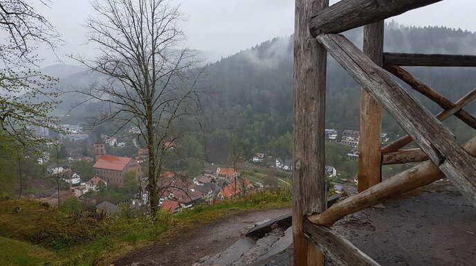 Der Schwarzwaldverein hat bereits im vergangenen Sommer den Pavillon vorläufig gesichert und den Ausblick beim Schlossberg freigeschnitten.