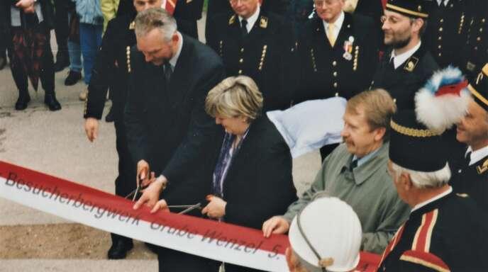 Vielleicht endete für den ein oder anderen Bergwerks-Freund die Eröffnungsfeier erst am nächsten Tag – das Band an der Grube Wenzel wurde aber schon am 5. Mai 2001 durchschnitten.