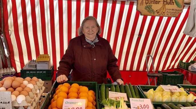 Zweimal die Woche auf dem Marktplatz, bei jedem Wetter: In 60 Jahren hat Helga Huth erst vier Mal Urlaub gemacht – immer nur für ein paar Tage.