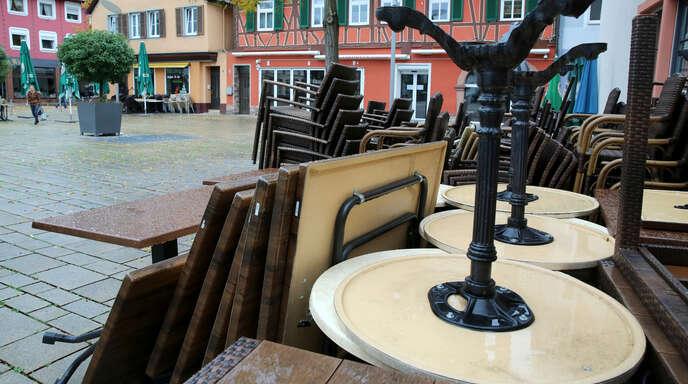 Nach über sechsmonatiger Zwangs-Winterpause können die Wirte in Offenburg darauf hoffen, bald ihre Außenflächen öffnen zu dürfen.