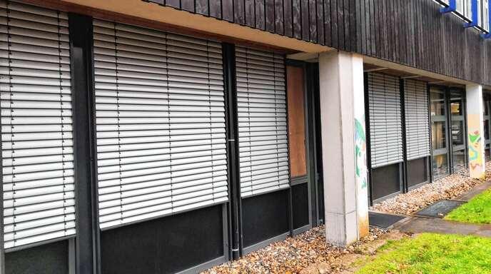 Im Dezember schlugen Einbrecher ein Fenster am Lehrerzimmer ein und verwüsteten den Raum.