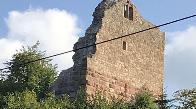 Die sanierte Burgruine in Diersburg.