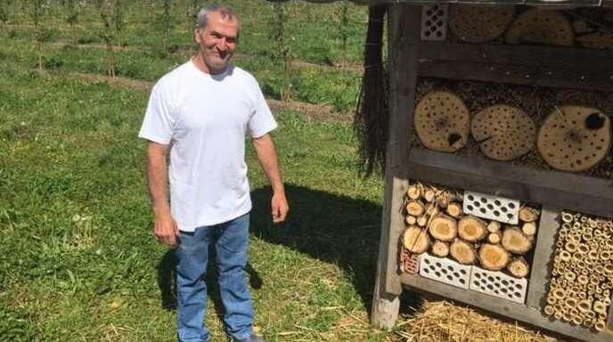 Klemens Beiser hat ein komfortables Bienenhotel gebaut.