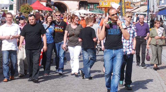 Von solchen Fotos ist Gengenbach noch weit entfernt, aber bald sollen sich wieder Besucher in den Straßen, Geschäften, Cafés und Restaurants tummeln. Im Zeichen von Corona aber unbedingt mit Mund-Nasen-Schutz!