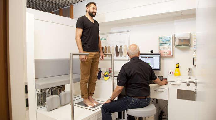 Mit orthopädischem Fachwissen, handwerklichem Können und modernsten technischen Einrichtungen bietet Stinus ideale Voraussetzungen für eine optimale Versorgung Ihrer Füße.