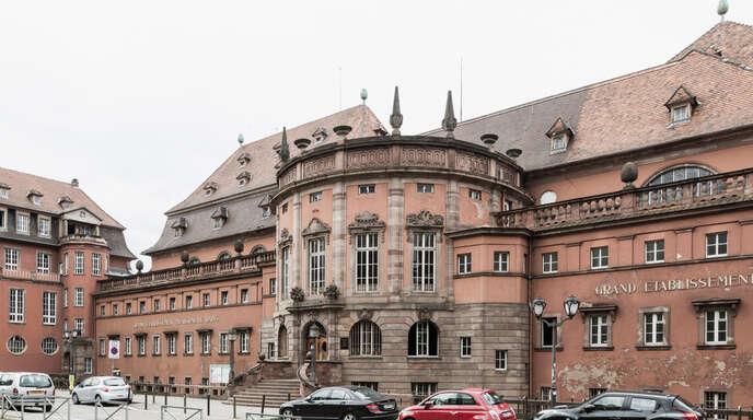 Das Straßburger Stadtbad (Bains municipaux) wurde 1908 eröffnet und ist nach Plänen des deutschen Architekten Fritz Beblo erbaut worden. Seit 2018 ist es wegen Sanierungsarbeiten geschlossen.