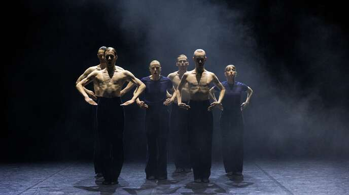 "Ensembleszene aus Marco Goeckes neuem Ballett ""Good old Moone"""