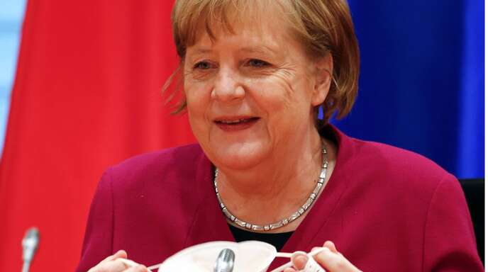 Bundeskanzlerin Angela Merkel zeigt sich erfreut über die aktuelle Corona-Entwicklung.