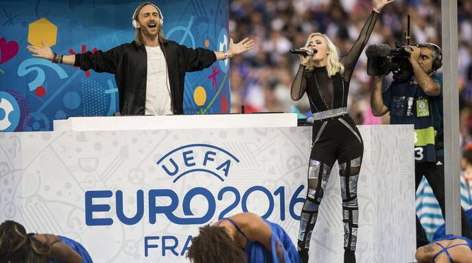 David Guetta und Zara Larsson beim EM-Finale 2016 in Paris.