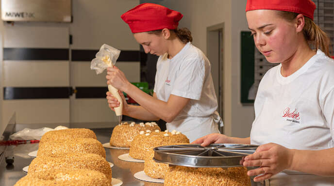 Dreher bildetBäckereifachverkäufer, Bäcker, Konditoren und Bürokaufleute aus.