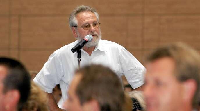 Im Wahlkampf 2021 ist vieles anders. So wird es bei den Veranstaltungen in der Hohberghalle keine Fragen am Saalmikrofon geben (wie hier 2005 mit Wolfgang Wuttke).