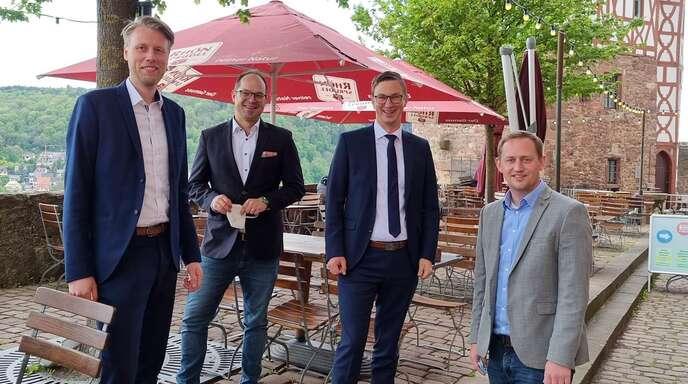 Hofstettens Bürgermeister Martin Aßmuth engagiert sich im Netzwerk Junge Bürgermeister: (von links): Oberbürgermeister Markus Herrera Torrez (Wertheim, Baden-Württemberg), Martin Aßmuth, Bürgermeister Andre Stenda (Hohenroda, Hessen), Bürgermeister Leopold Bach (Feldatal, Hessen).