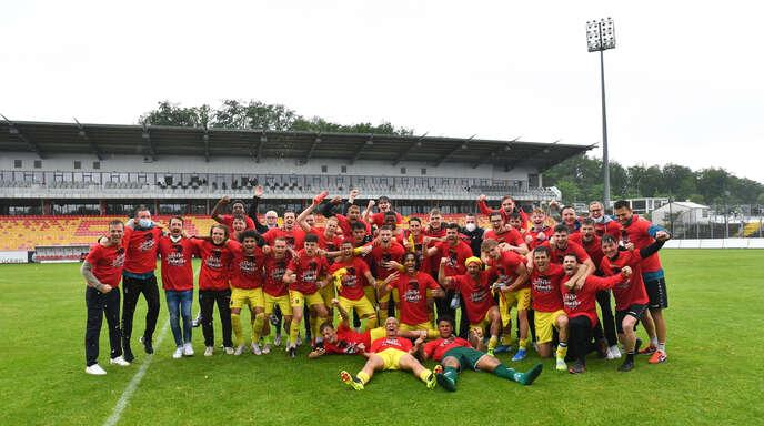 Historischer Jubel: Die U23 des SC Freiburg ist vorzeitig und erstmals Meister der Regionalliga Südwest und steigt in die 3. Liga.