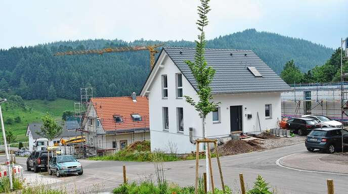 Viele Grundstücke im Baugebiet Albersbach IV sind schon bebaut. Beim Verkauf der restlichen vier Grundstücke wendet die Stadt die neue Vergaberichtlinie an.
