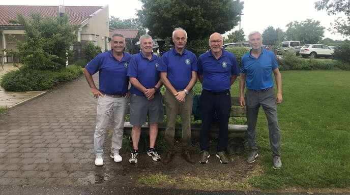 Die zweite Mannschaft des GC Urloffen sicherte sich Platz 2 im heimischen Ligaspiel: Mario Vogt (von links), Andre Roy, Egon Stockinger, Norbert Angrick und Bernd Bruder, auf dem Foto fehlt Alfred Hann.