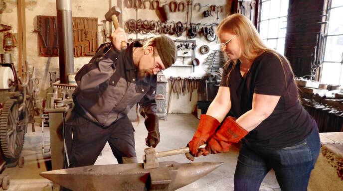 Tom Kempf und Kerstin Voigt werden beim Schau-Schmieden die Hämmer schwingen.