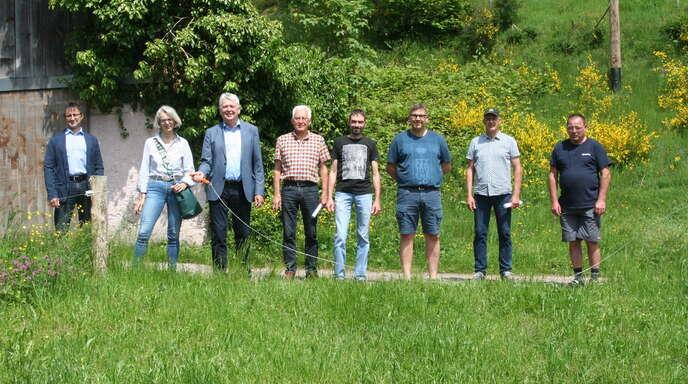 Hornbergs Bürgermeister, die Ortsvorsteher und alle Beteiligten setzen eine Schlusspunkt unter die erste große Weidezaunmaßnahme auf der Gemarkung.