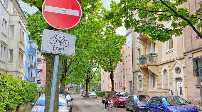 In 27 Einbahnstraßen in Offenburg dürfen Radfahrer auch gegen die Fahrtrichtung fahren.