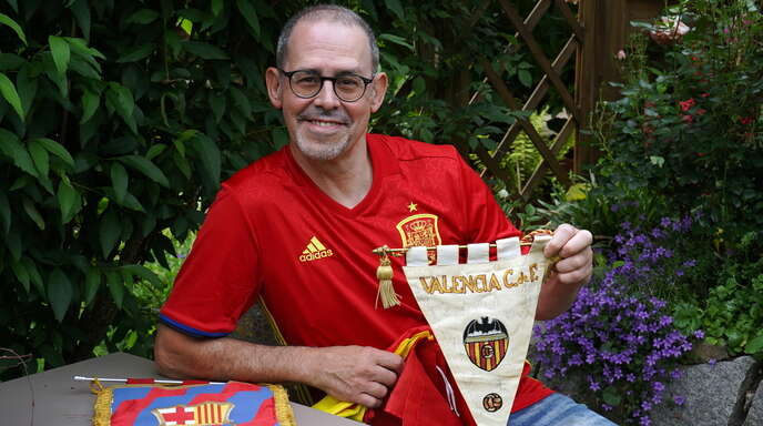 """Tony Vicente, der 1970 als kleiner Junge aus Spanien nach Kehl gekommen war, ist neben dem spanischen """"Nationalmannschaftsvirus"""" vor allem mit dem """"FC-Valencia-Virus"""" infiziert."""