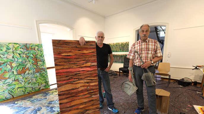 Bernd Himmelsbach (links) und Kurt Hockenjos im offenen Atelier in der Villa Jamm im Lahrer Stadtpark.