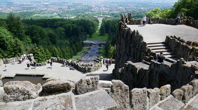 Der Bergpark Wilhelmshöhe, Weltkulturerbe der Unesco, hoch über der Stadt Kassel.