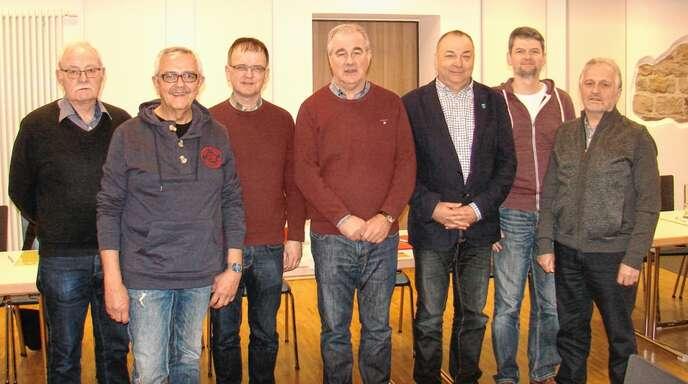 Der Vorstand (von links): Franz Schmieder, Konrad Heizmann, Peter Ludwig, Rainer Armbruster, Reinhold Waidele, Markus Schuler und Jürgen Heizmann.