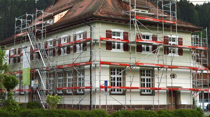 Die Sanierung am ehemaligen Grundschulgebäude ist schon weit fortgeschritten. Nun muss überlegt werden, ob es an anderen Haushaltsstellen noch Einsparpotential gibt.