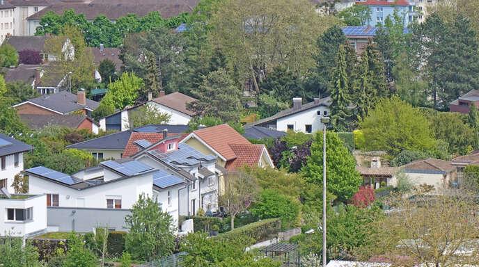Durch die über die Jahre gesunkenen Materialkosten lohnen sich Photovoltaikanlagen heute auf beinahe jedem Dach, unabhängig von der Ausrichtung.